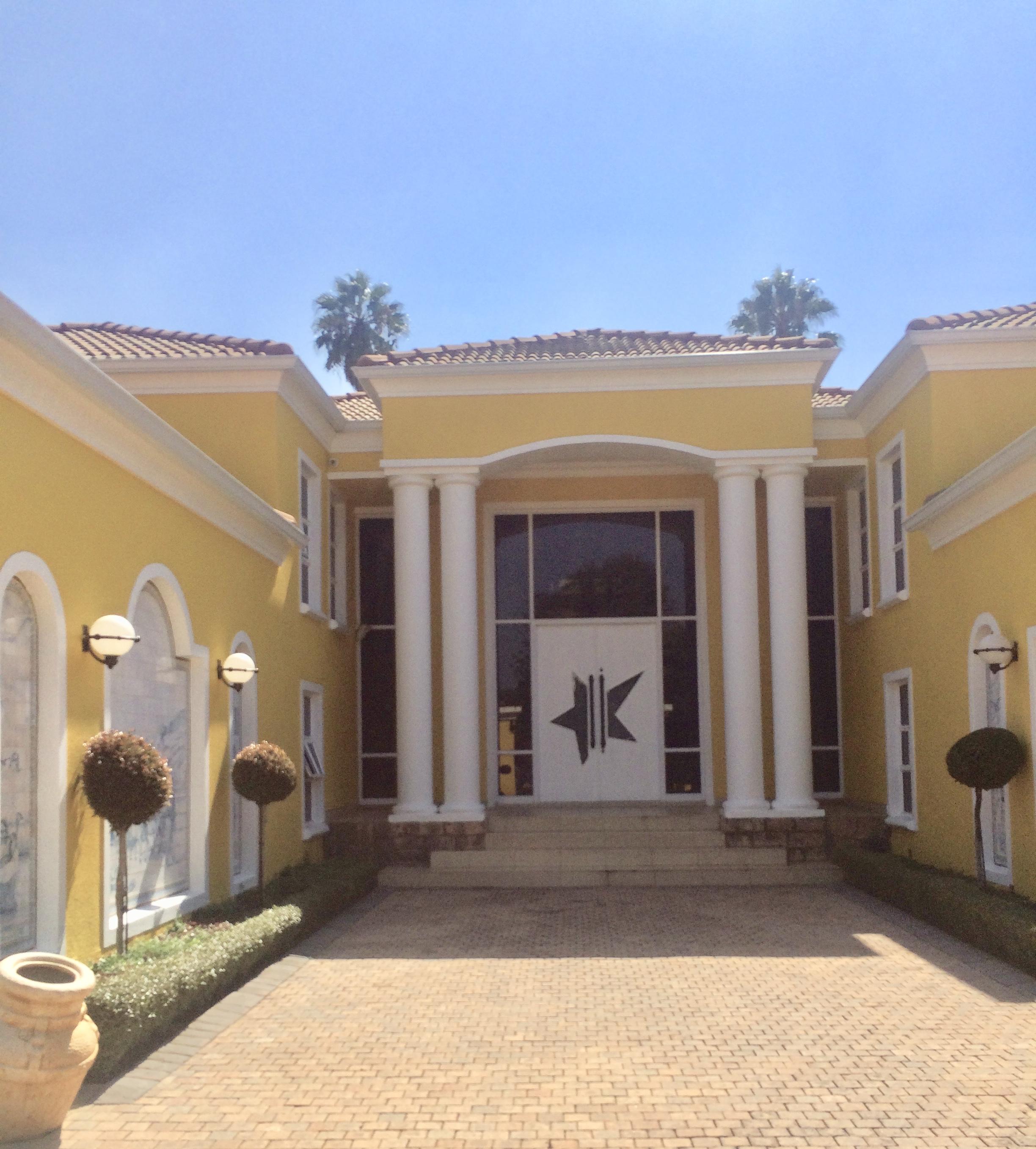 Ambassador 's Style entrance